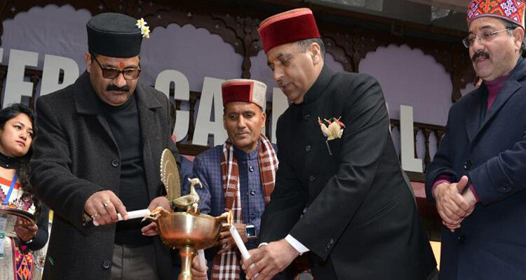 Himachal CM flags off Manali Winter Carnival