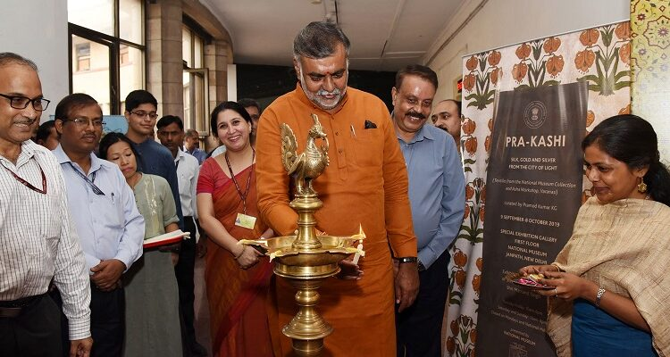 Prahlad Singh Inaugurates the Exhibition on Finest Trends of Contemporary Weaving