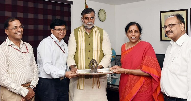 Sitharaman hands over antique bronze idol of Buddha to Culture Minister